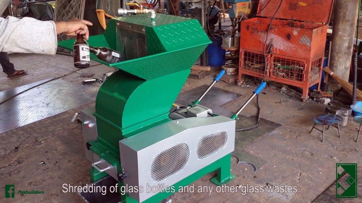 Полезная идея по использованию пластиковых и стеклянных бутылок в строительстве без переплавки