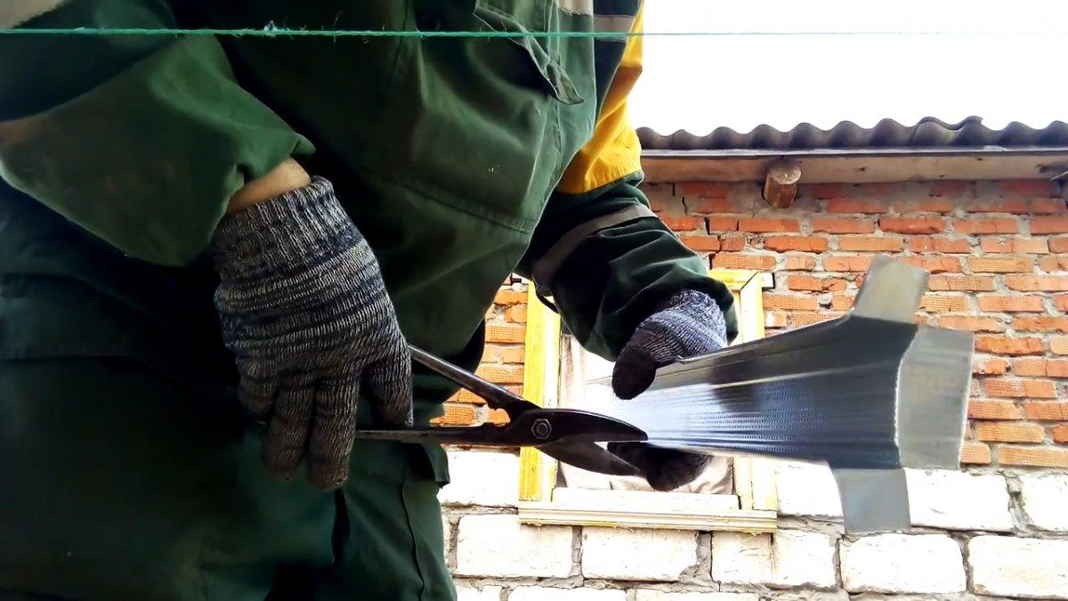 Как сделать надежный подвес для обшивки сруба сайдингом