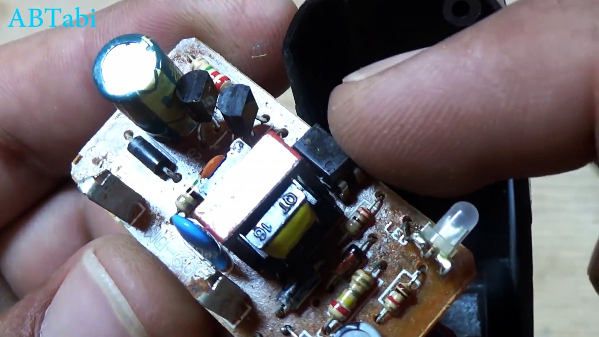2 мигалки из старой зарядки от телефона
