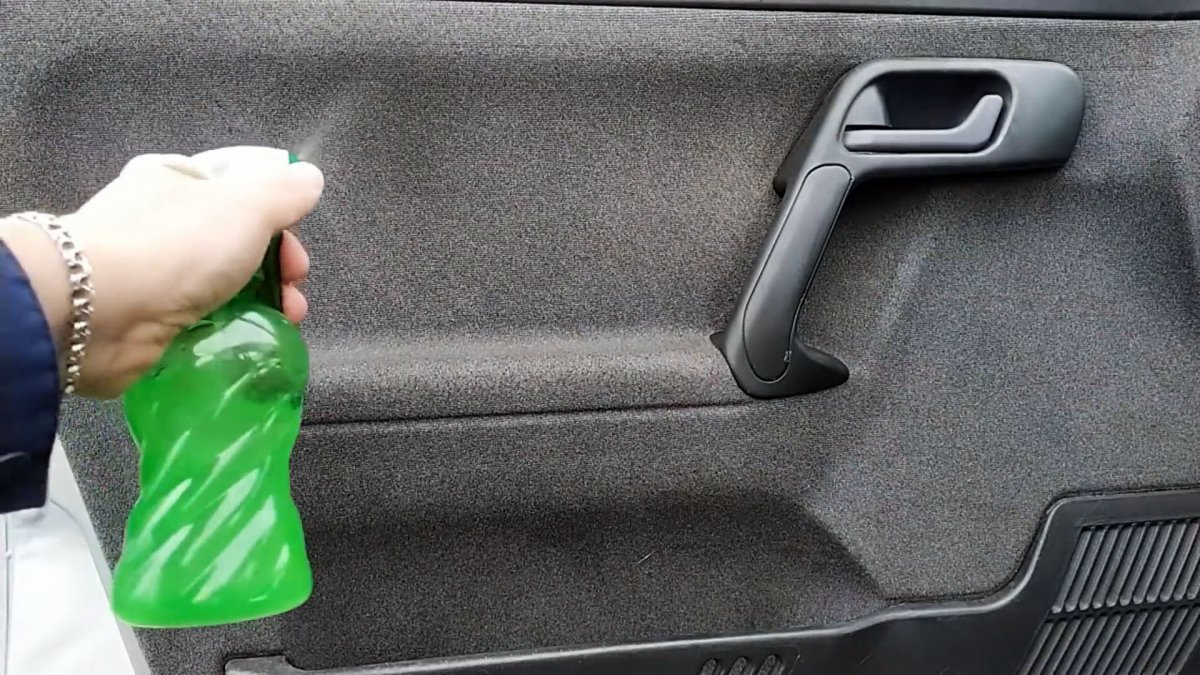 Как сделать копеечное, проникающее средство для чистки салона автомобиля