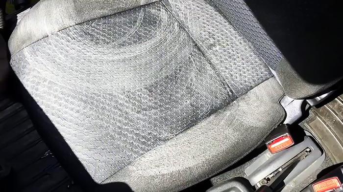 Как почистить сидение автомобиля своими руками