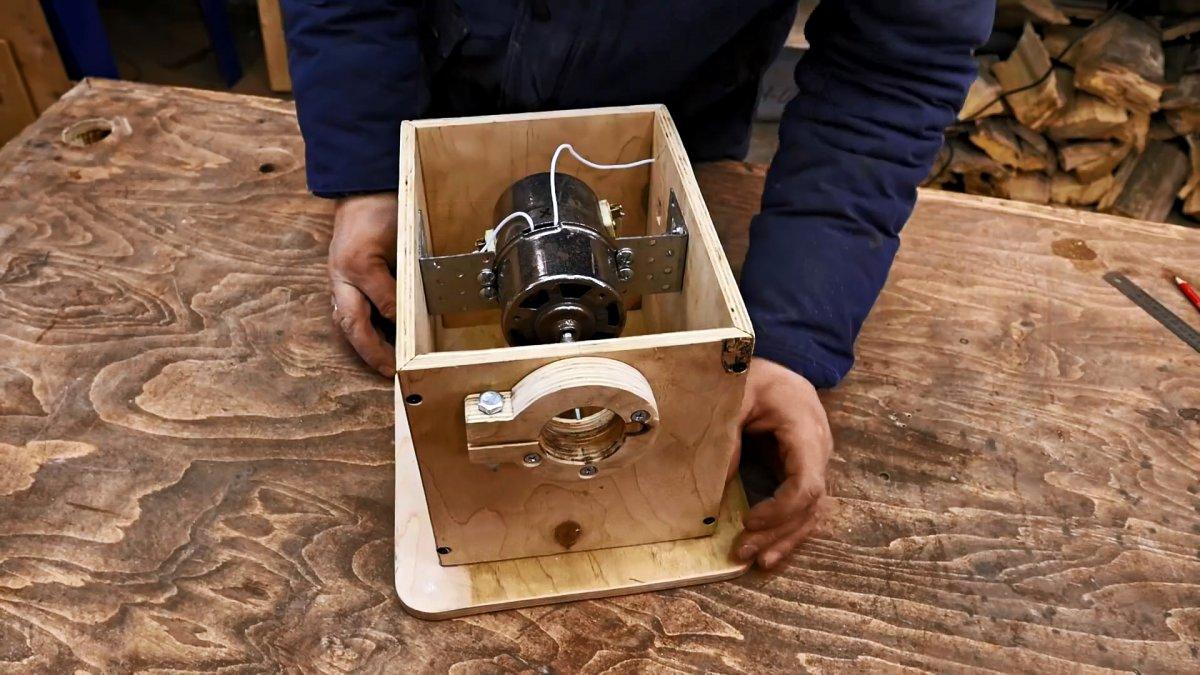 Как из старого маломощного мотора сделать полезный станок для фигурной резки металла