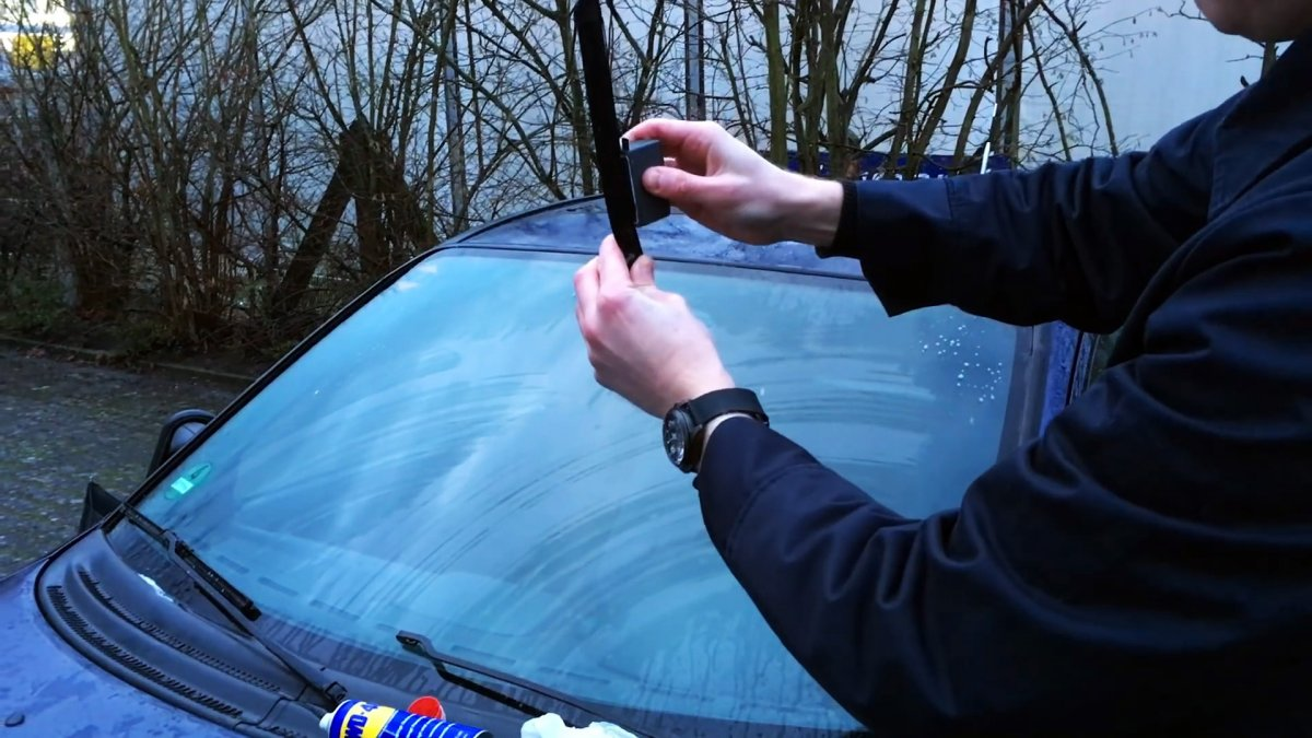 Как обновить щетки стеклоочистителей самодельным резаком и сэкономить