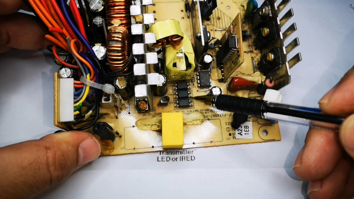 Зачем в схемах параллельно светодиоду подключают резистор