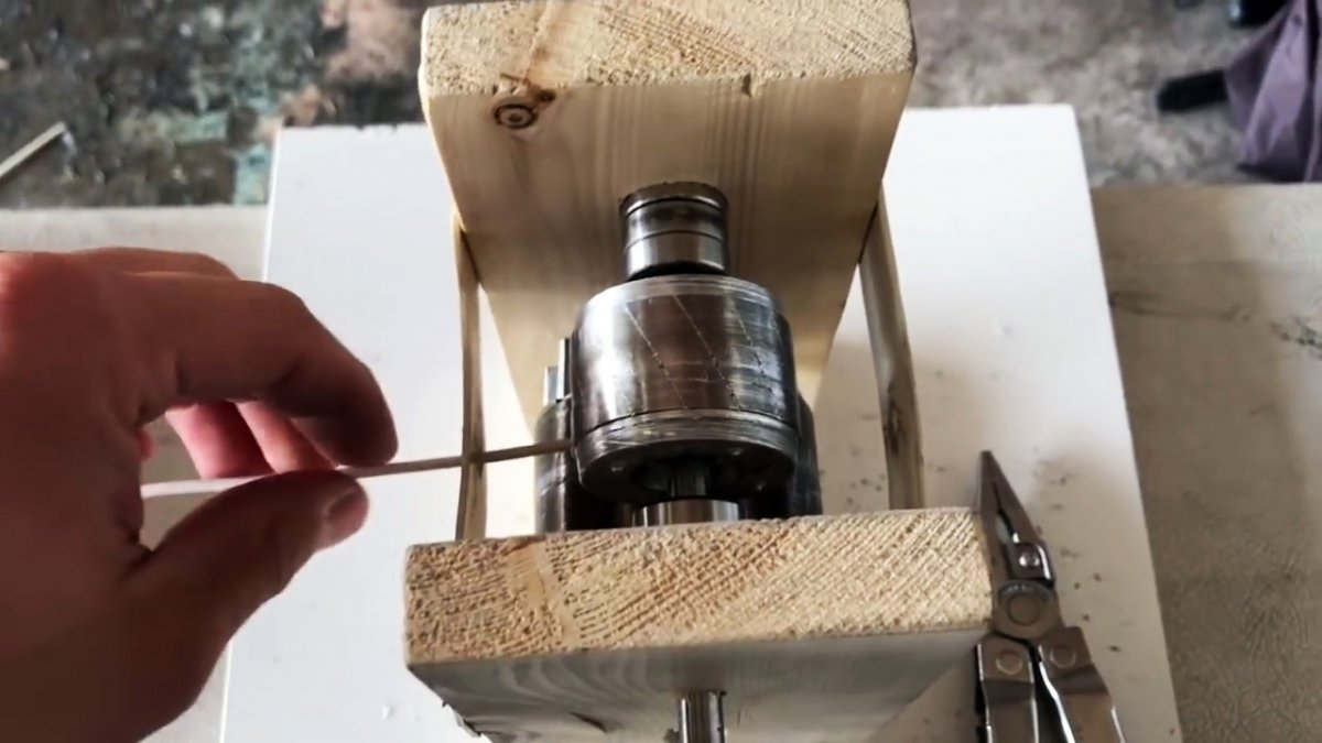 Как из роторов от электродвигателей сделать станок для быстрого снятия изоляции с проводов