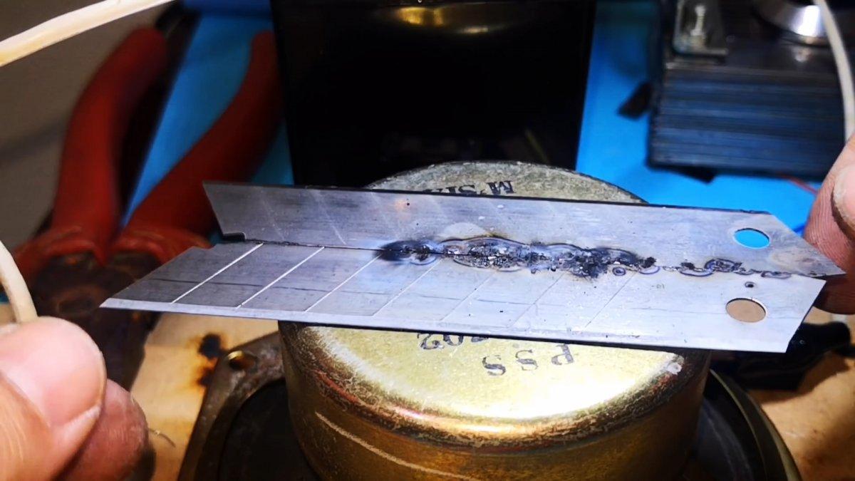 Сварочный аппарат из батарейки и аккумулятора для сварки тонкого металла и не только