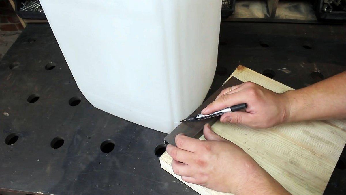 Как всего из 2-х канистр сделать достойный органайзер для мастерской