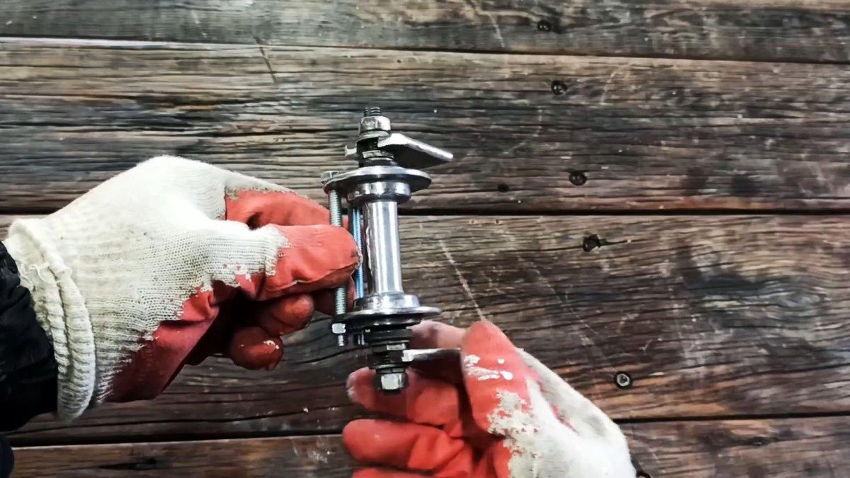 Как из велосипедных втулок сделать торцовочную пилу с протяжкой для болгарки