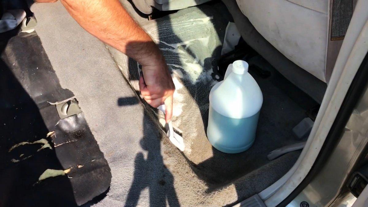 Как и чем отмыть ковролин в машине