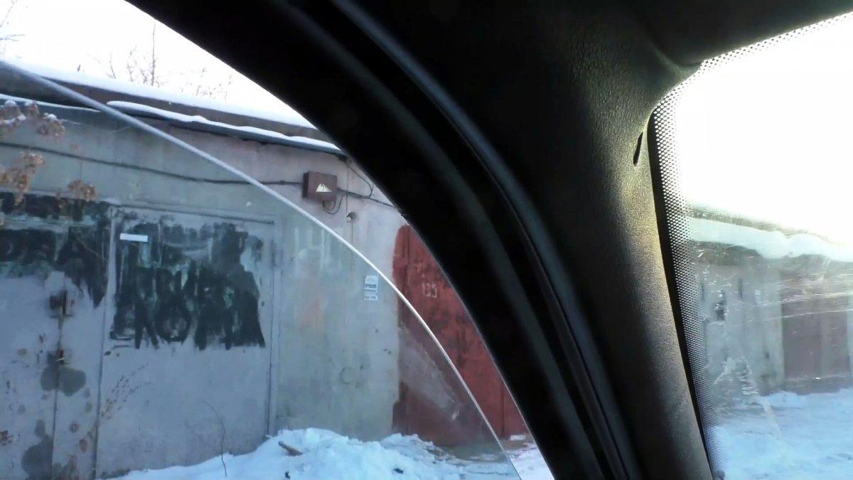 Что сделать перед постановкой автомобиля на стоянку, чтобы с утра не было наледи на стеклах