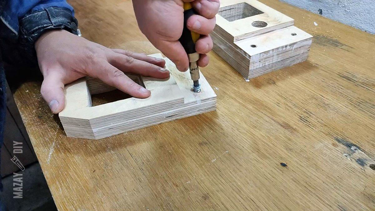 Как сделать мощные тиски из фанеры и домкрата