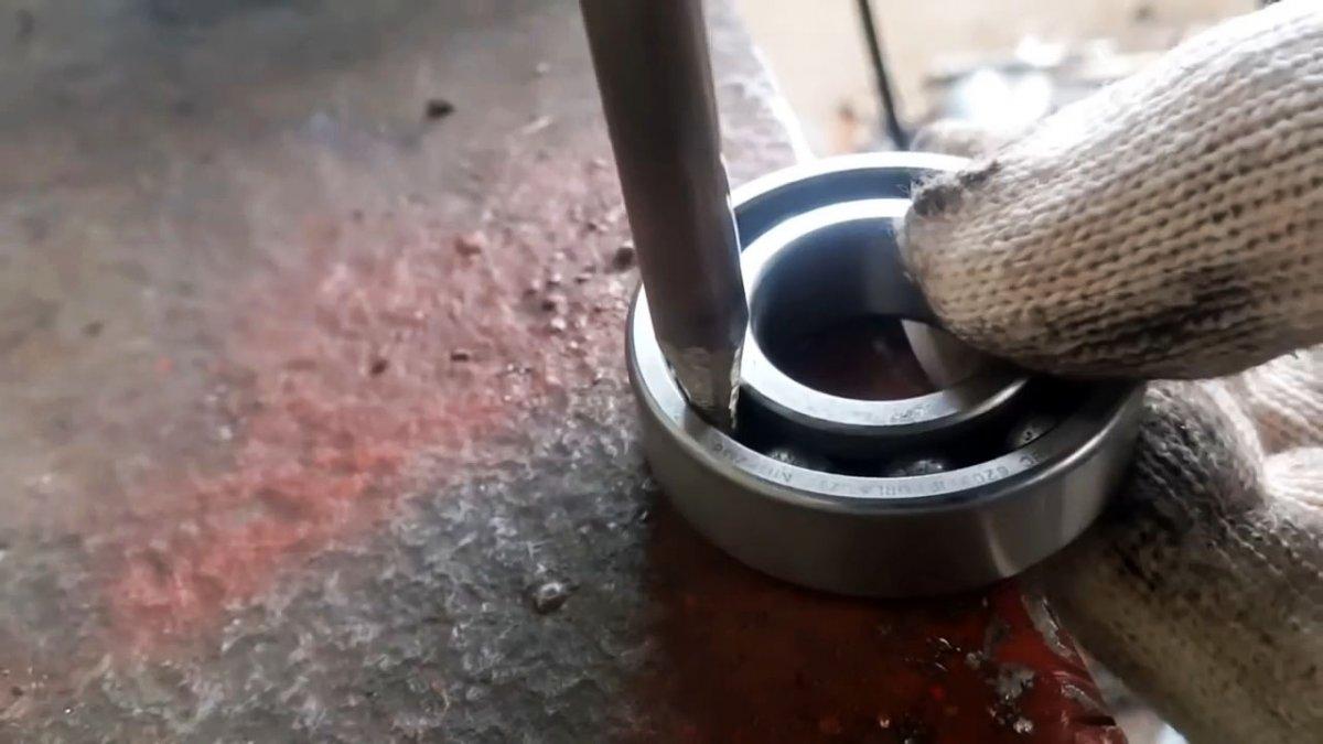 Как из старых клапанов сделать съемник для подшипников