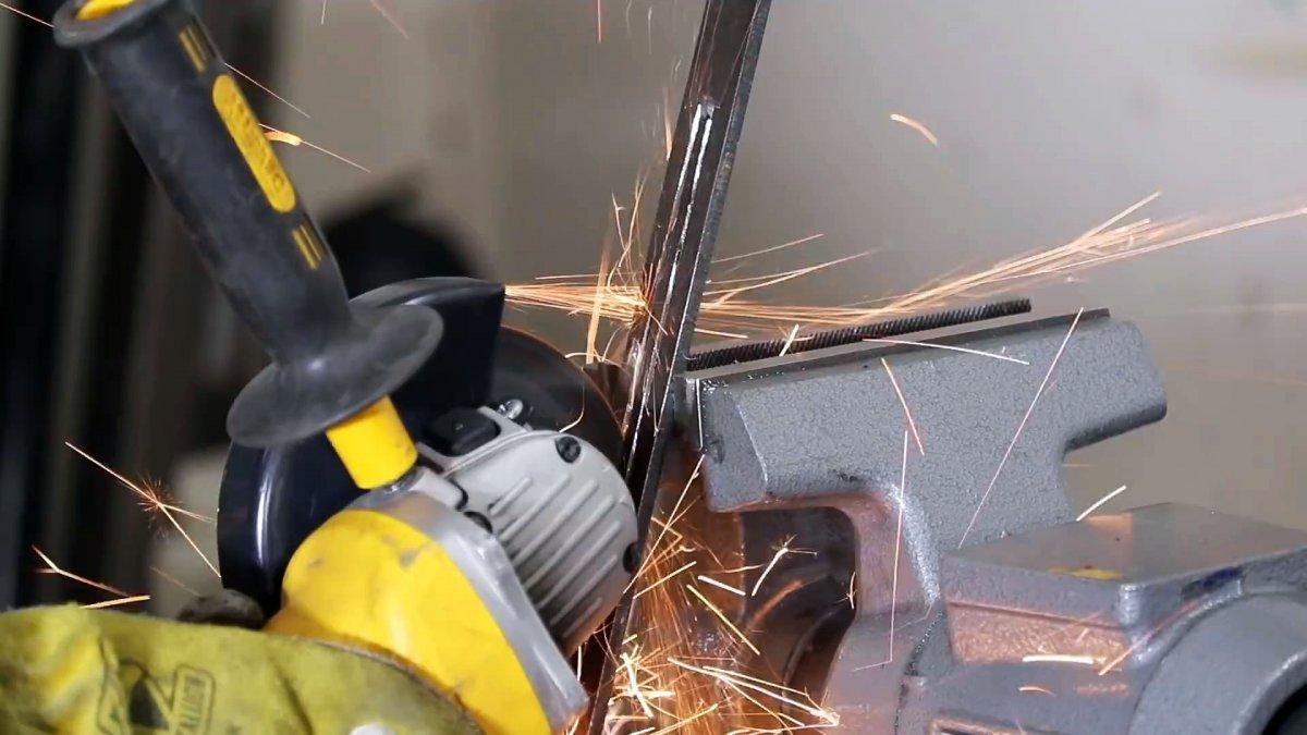 Как сделать циркуль для фрезеровки любых отверстий шуруповертом