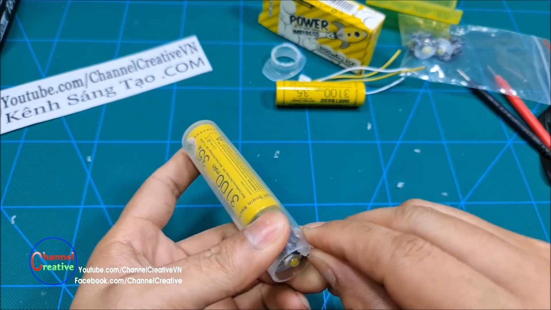 Как сделать повербанк с фонариком из шприца и аккумулятора