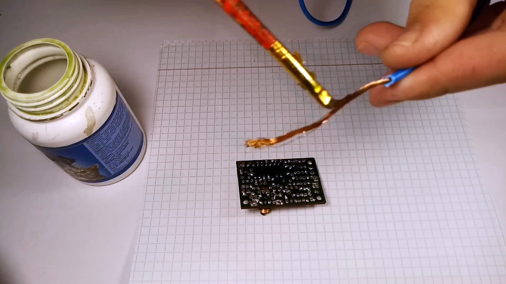 Как при помощи провода легко выпаять любую многоногую деталь