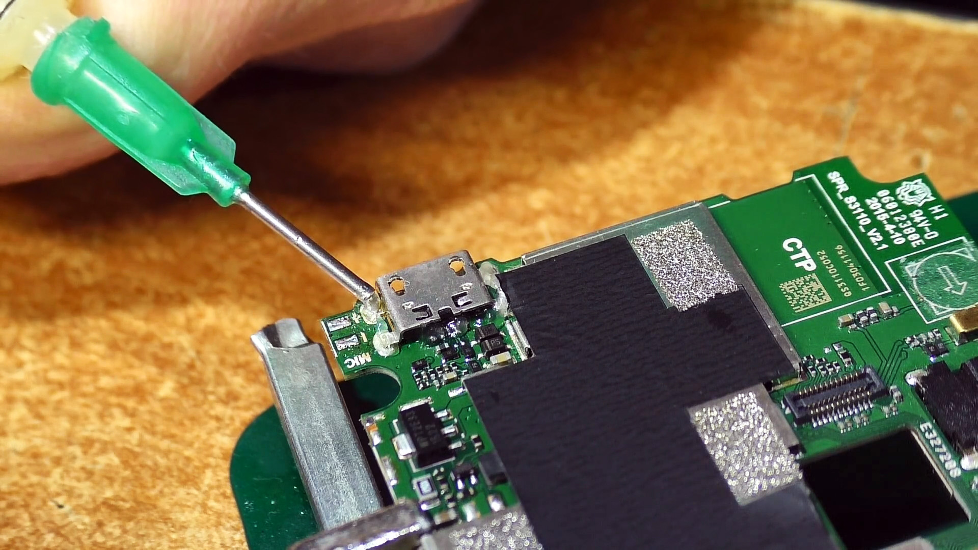 Как поменять micro USB разъем паяльником без фена