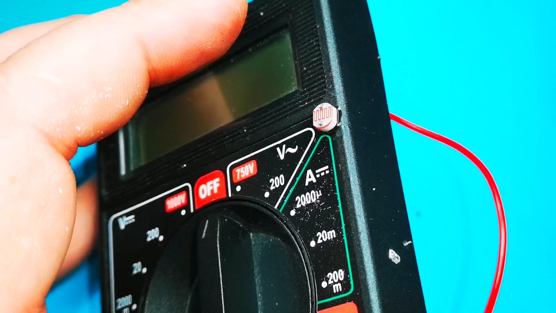 Как сделать автоматическое включение подсветки мультиметра