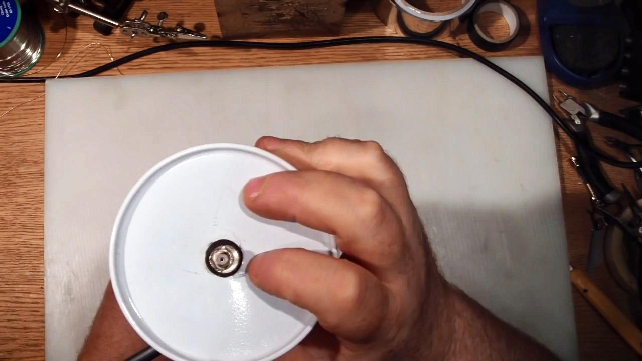 Как сделать дальнобойную узконаправленную Wi-Fi антенну со скромными размерами