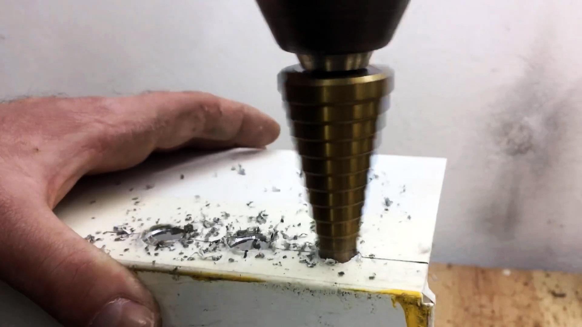 Как использовать шуруповерт с неработающим аккумулятором