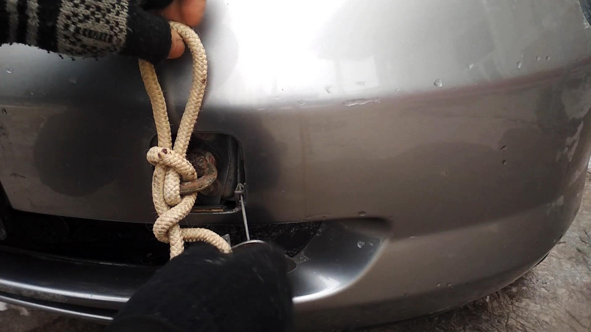 Как завязать надежный буксировочный узел, который легко развязать