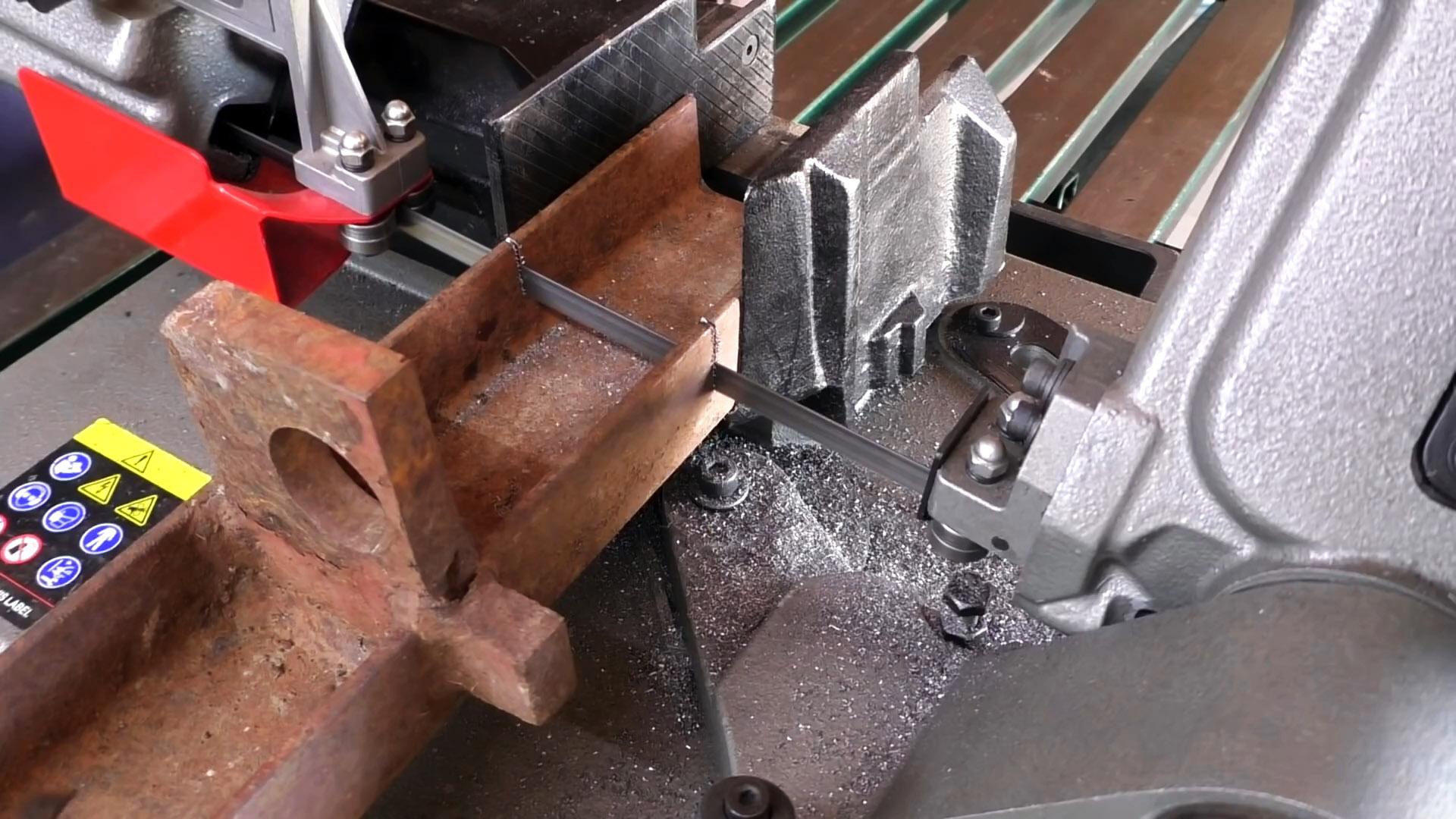 Как из старых автозапчастей сделать инструмент идеальной обрезки труб для стыковки под любым углом