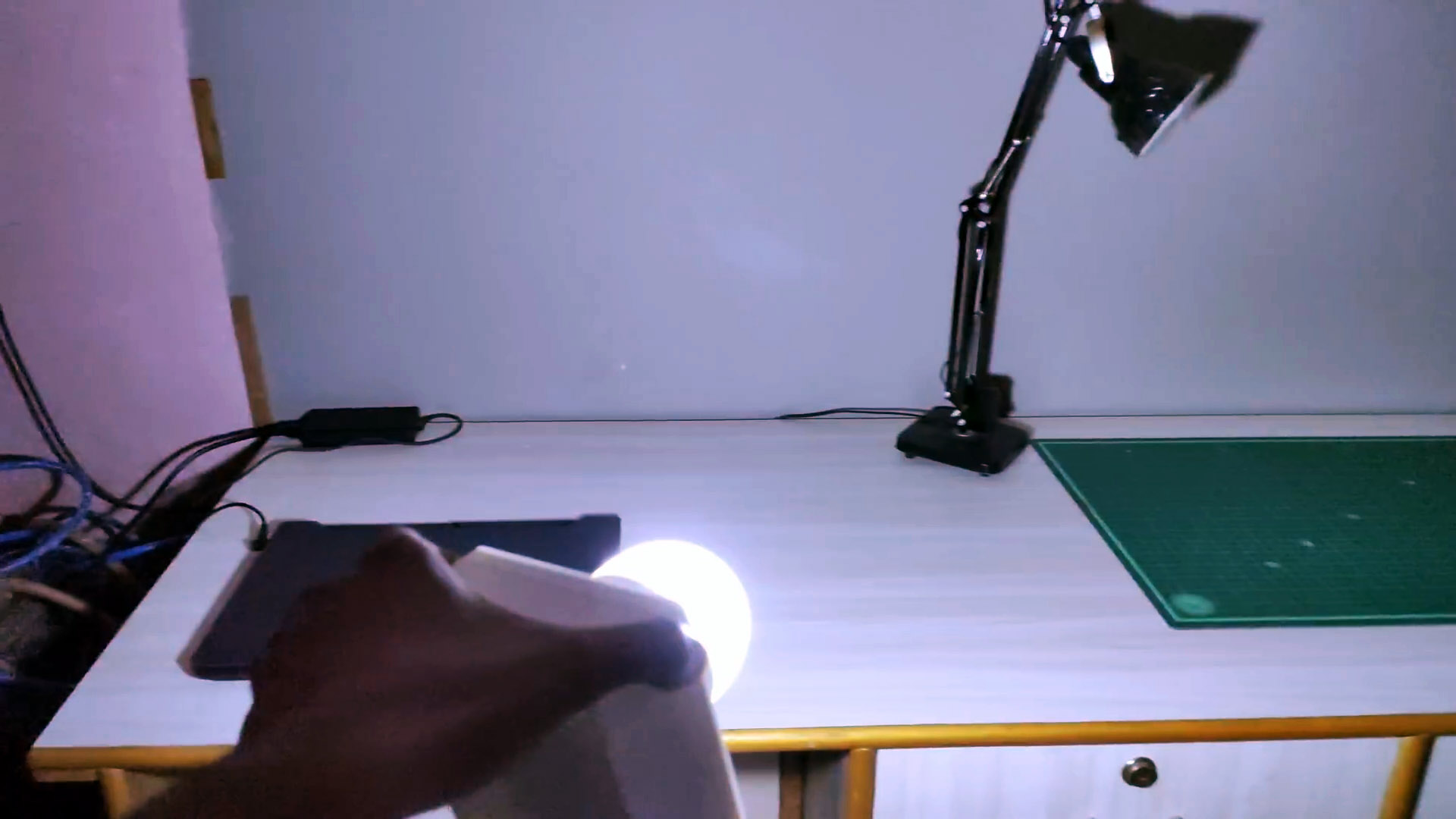 Как сделать перезаряжаемый мощный аварийный источник света