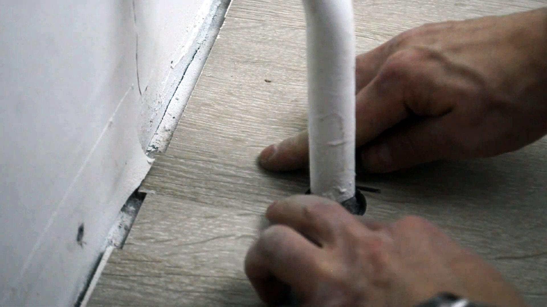 Как обойти трубу ламинатом незаметно