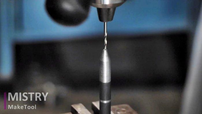Как сделать чертилку по металлу из болта и обломка сверла