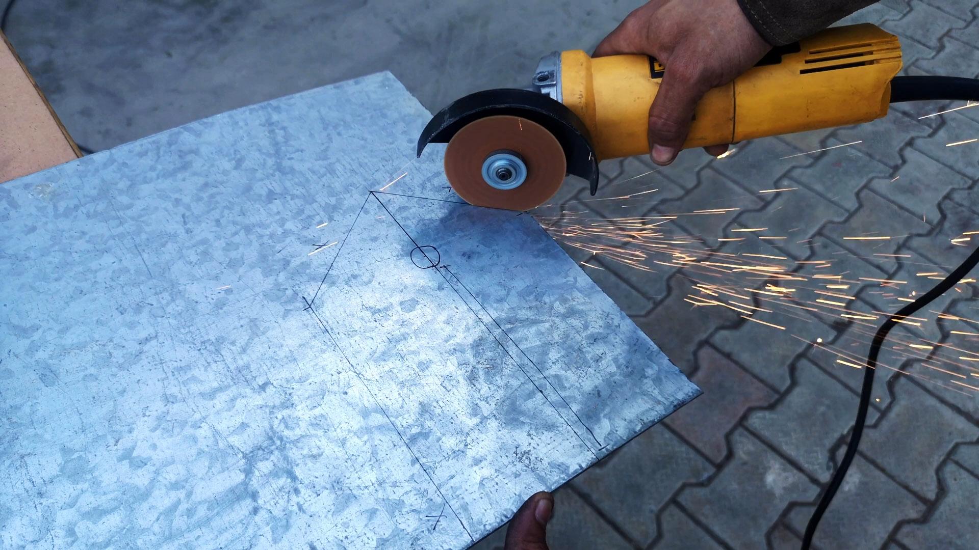 Как сделать простой садовый бур из листа стали