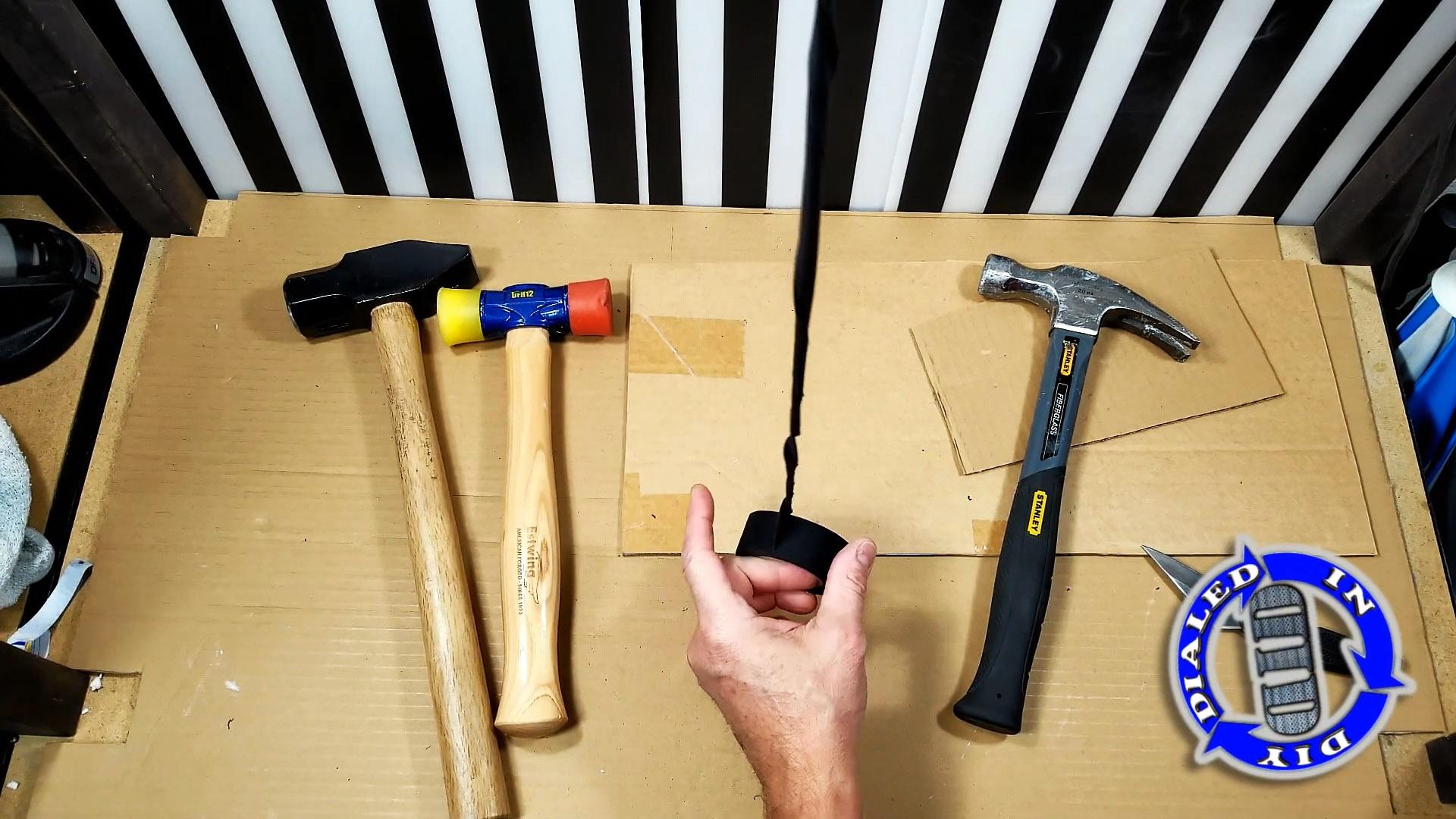 Инструмент будет держаться в руке как влитой, если сделать простую противоскользящую намотку