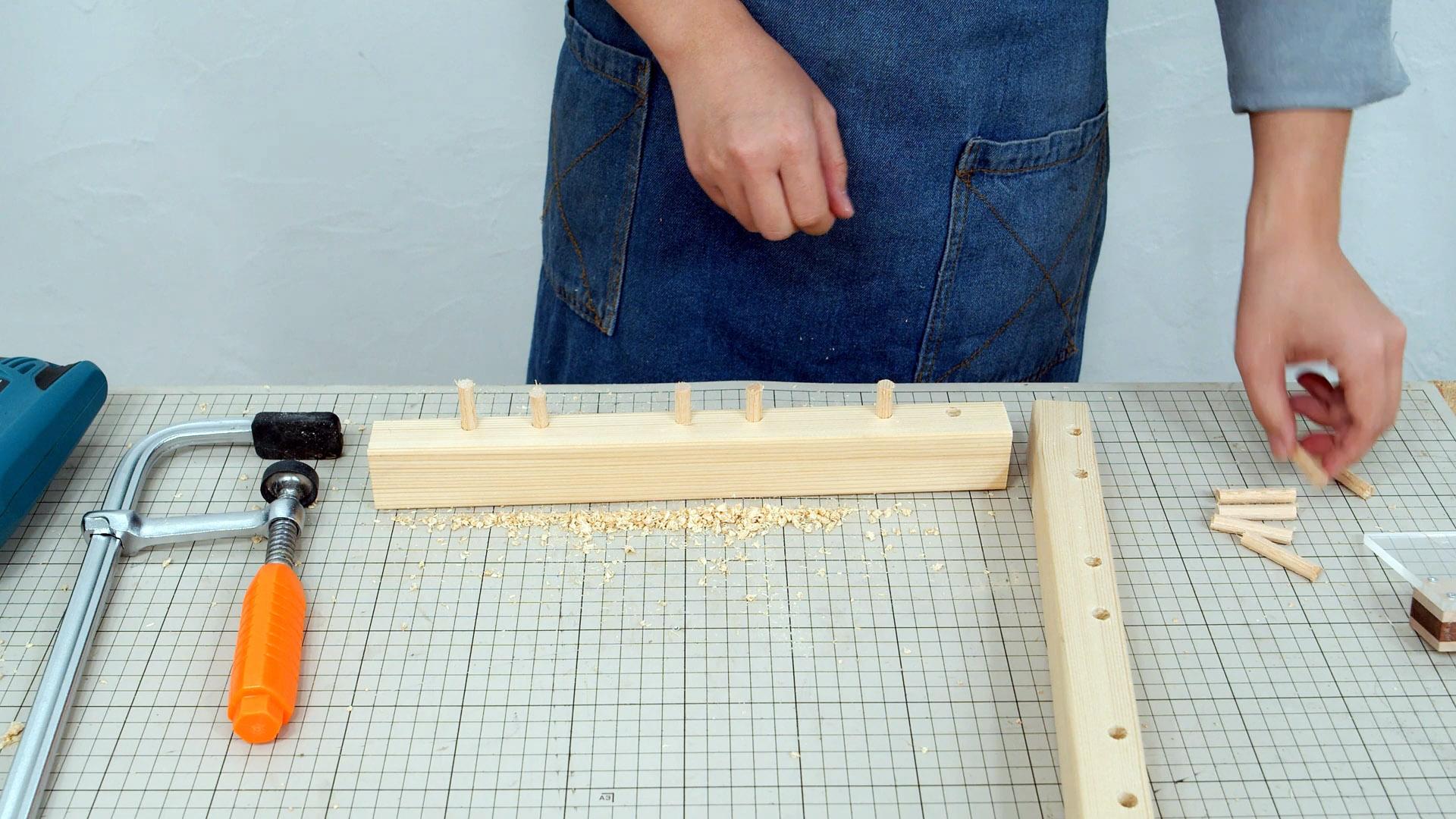 Использование старых полотен лобзика: универсальный кондуктор для шкантов