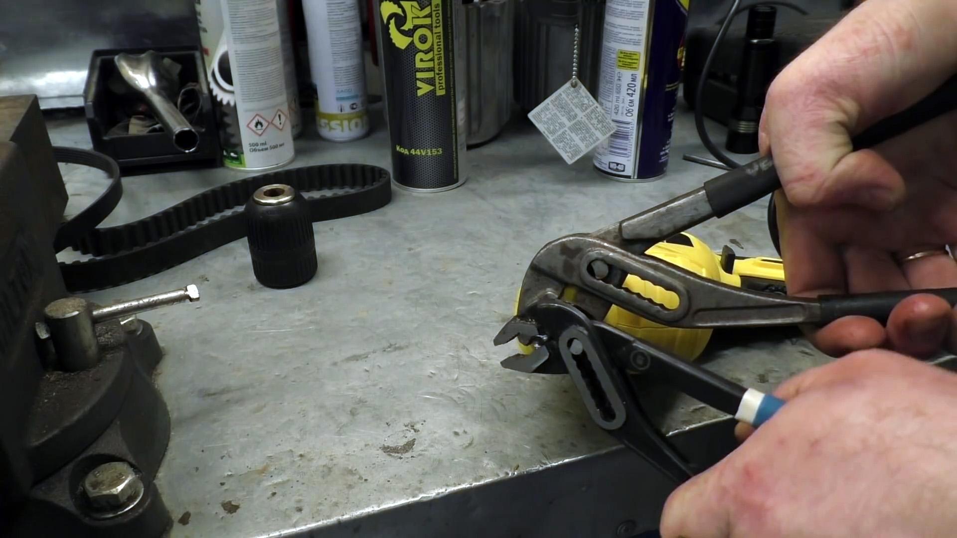 Как разжать и поменять заклинивший самозажимной патрон дрели