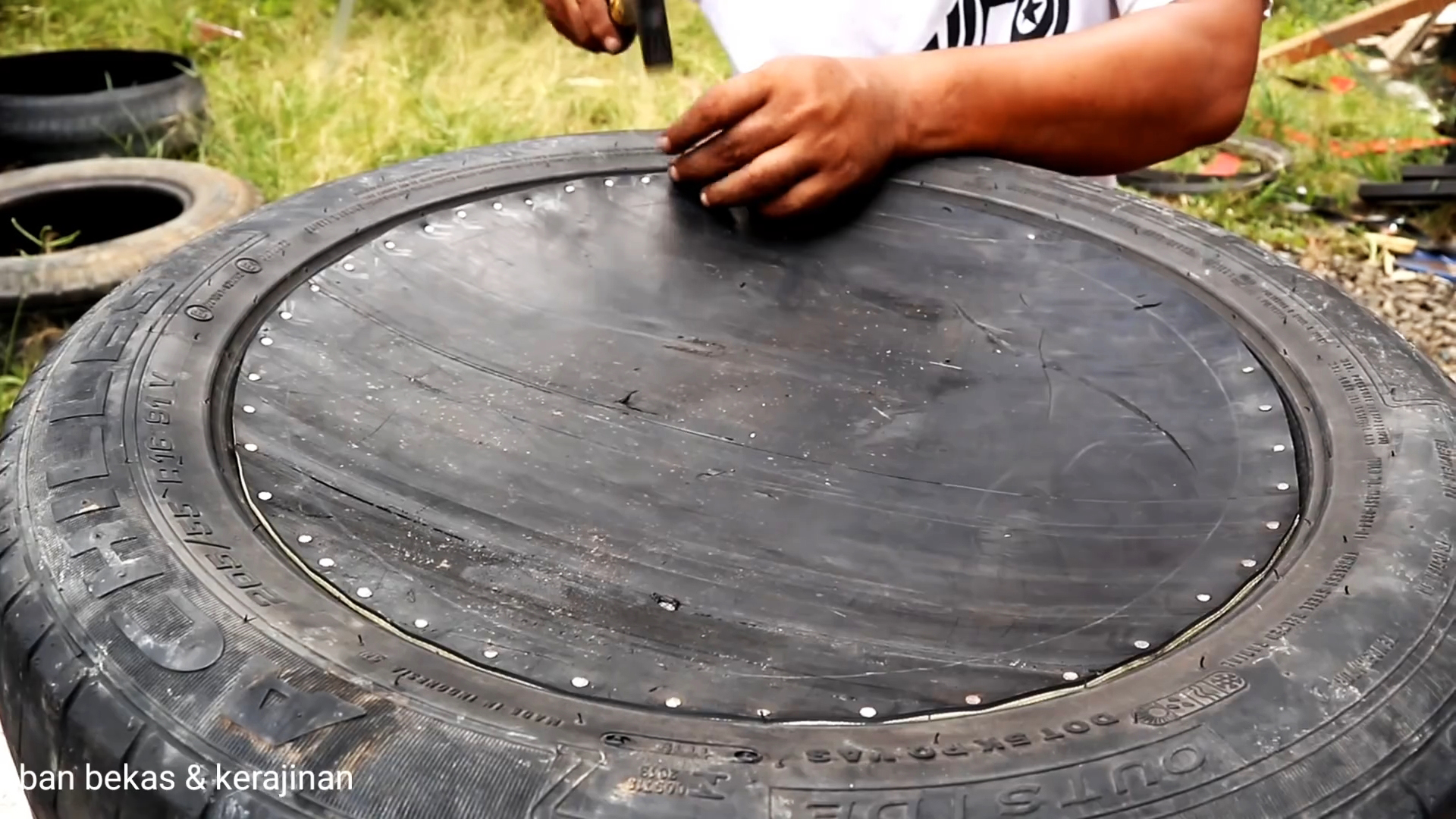 Как сделать бак для воды из старой покрышки