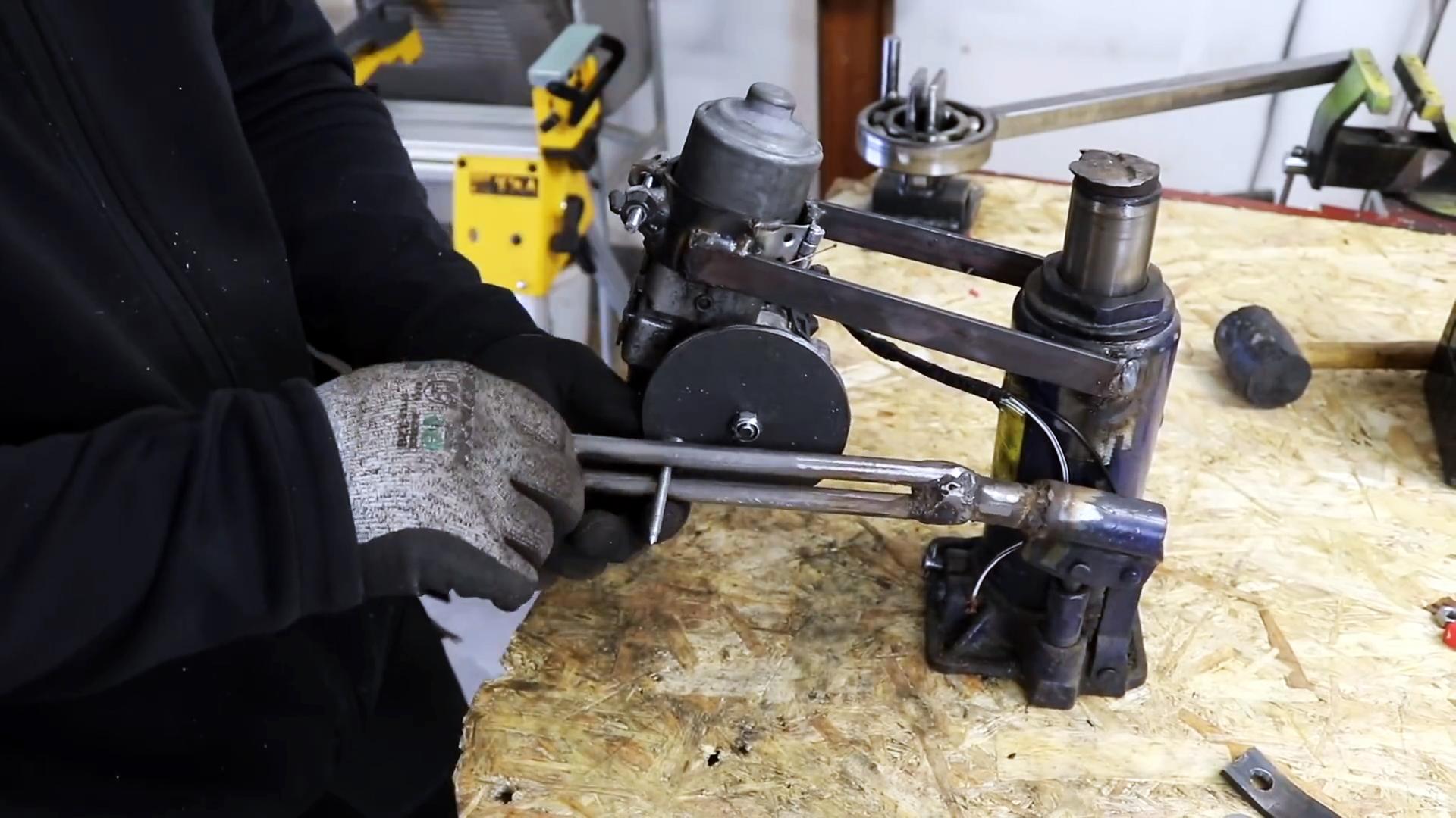 Как собрать электропривод на гидравлический домкрат из стеклоочистителя