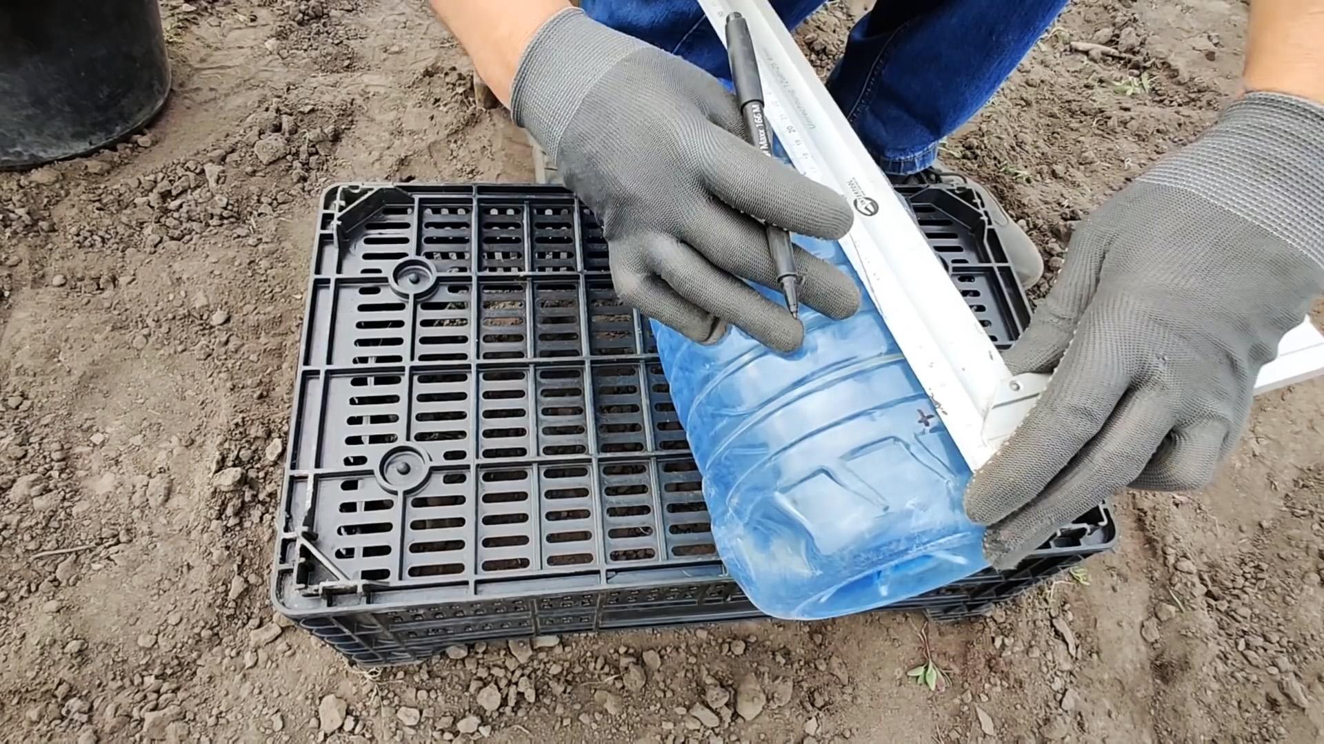 Простейший капельный полив из пластиковой бутыли для крепкого урожая