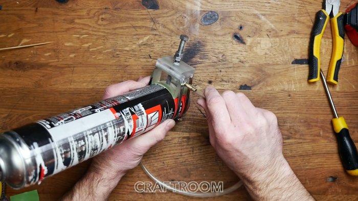 Как использовать остатки засохшего баллона с монтажной пеной Делаем несложное приспособление