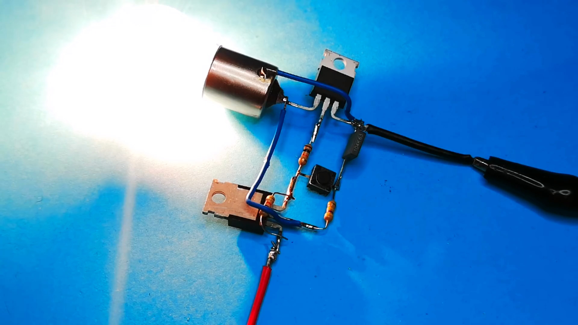 Транзисторный переключатель для управления мощной нагрузкой кнопкой без фиксации