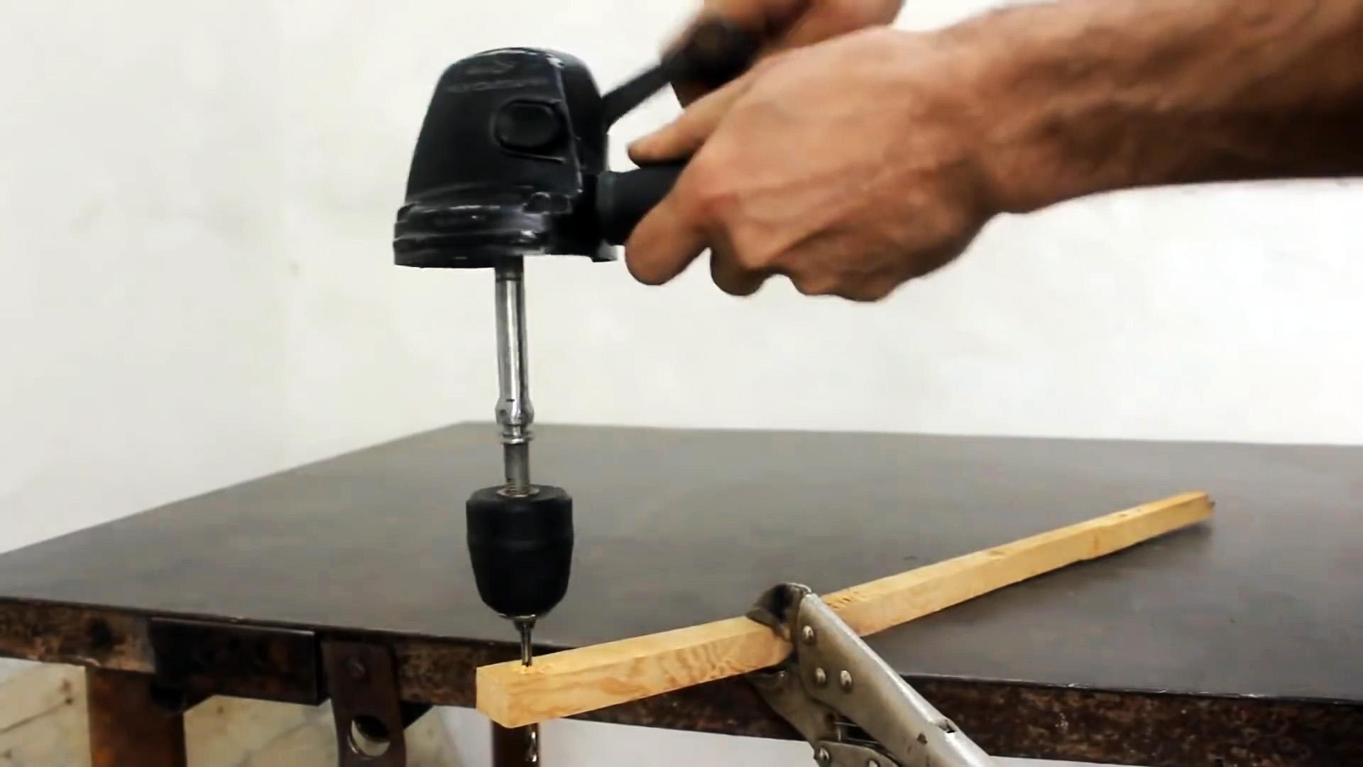 Как сделать ручную дрель из редуктора сломанной болгарки