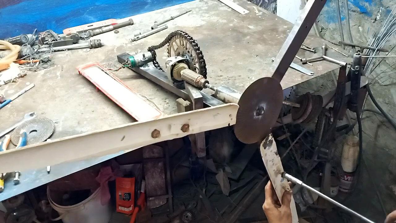 Как сделать ветрогенератор из редуктора болгарки и другого хлама
