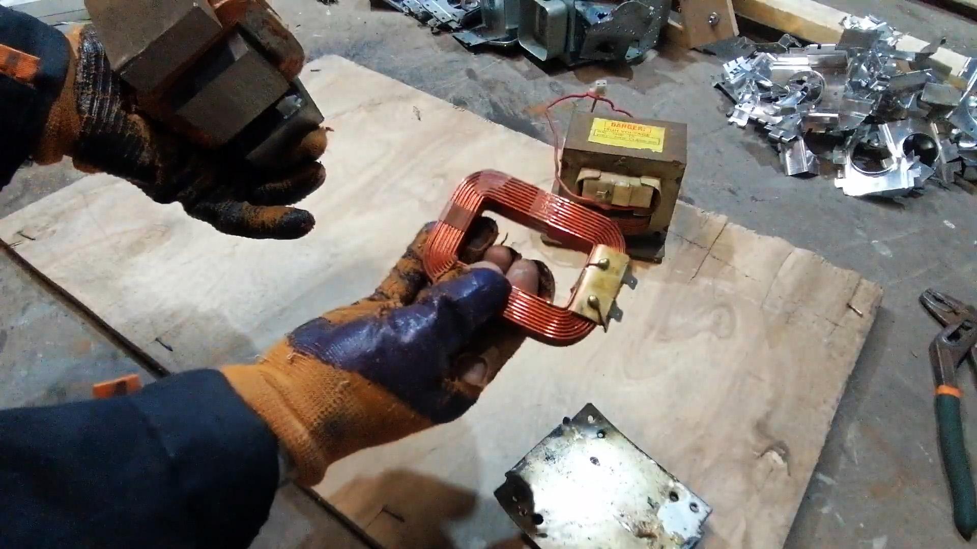 Любопытный генератор из деталей СВЧ печи с одной катушкой