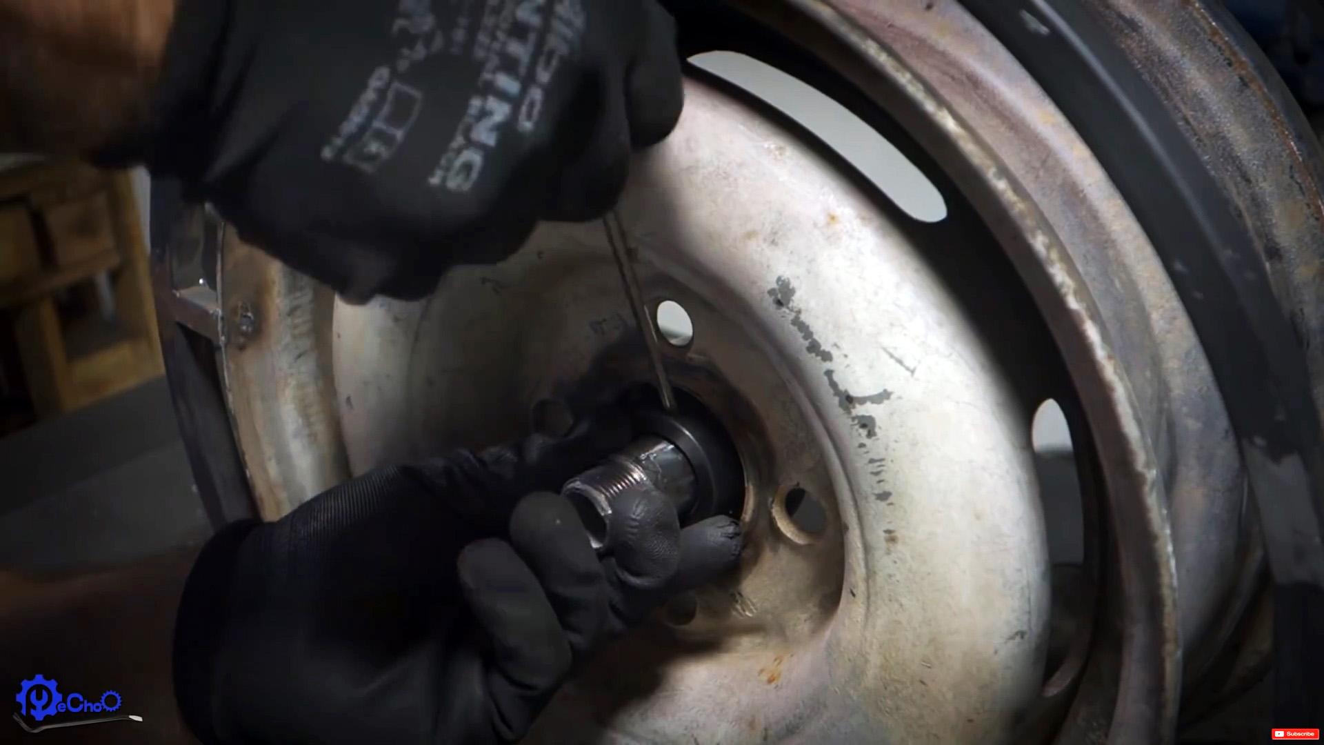 Как из колесного диска сделать передвижную катушку для садового шланга