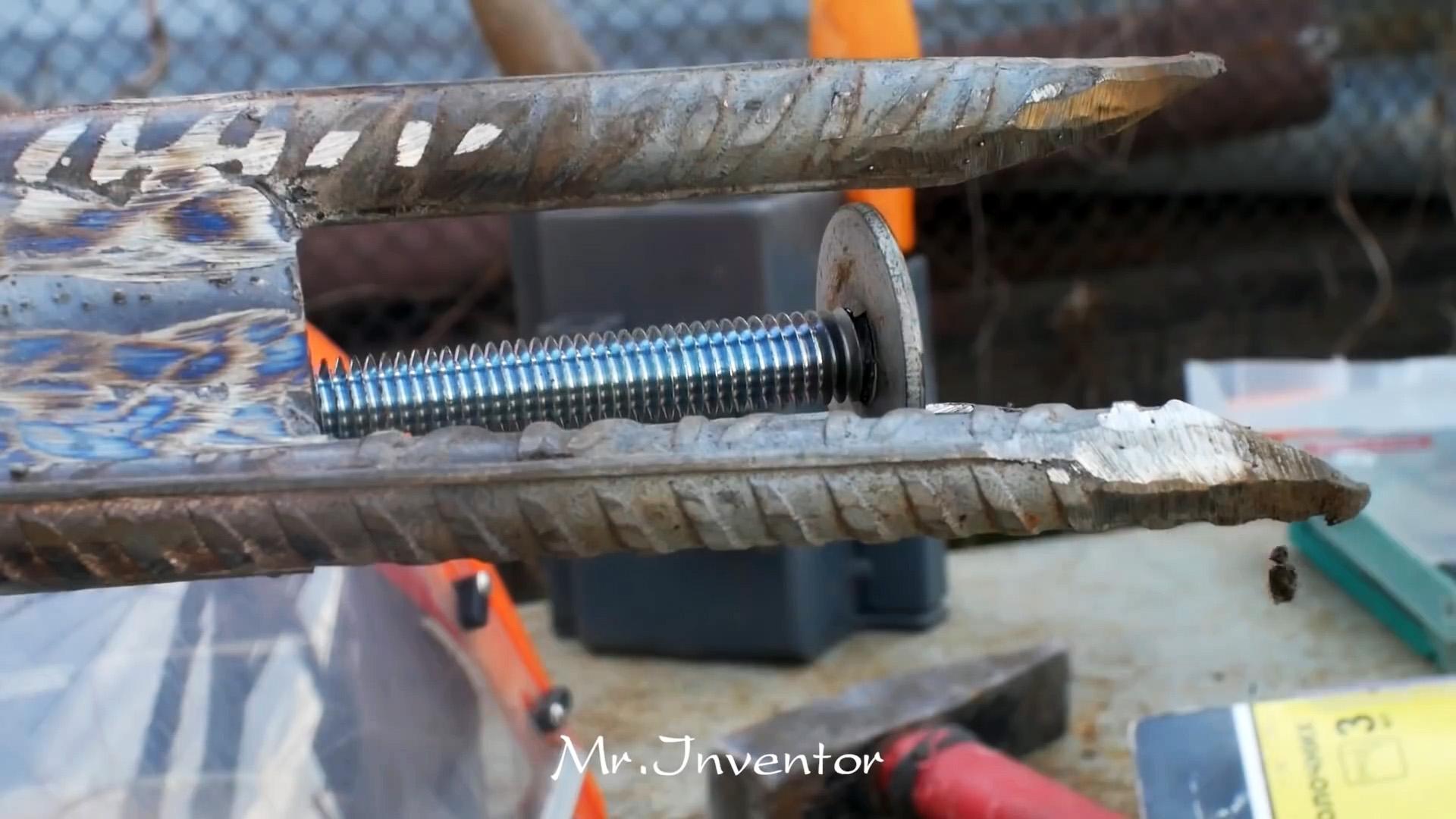 Как из арматуры и труб сделать инструмент для удаления сорняков