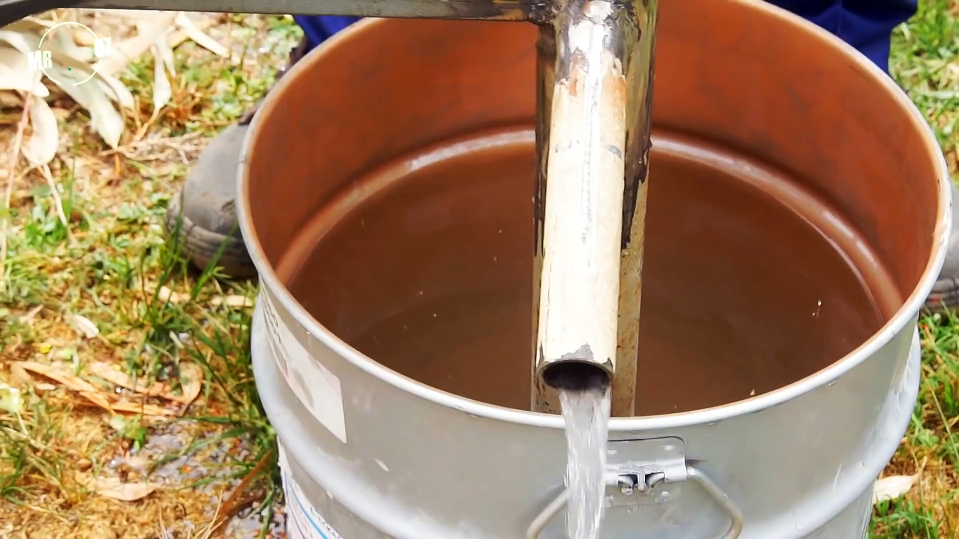 Как из хлама сделать ручной насос для перекачки воды
