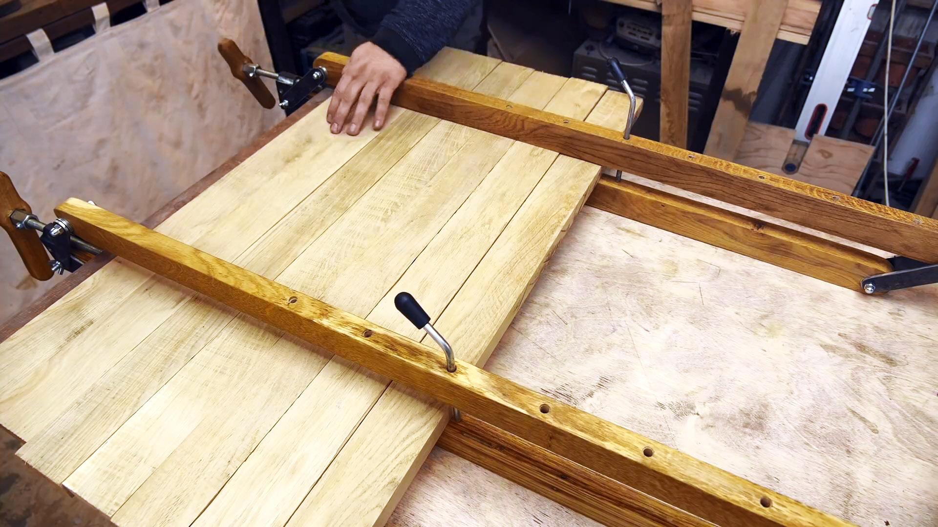 Как из пары досок сделать струбцины для склейки мебельных щитов