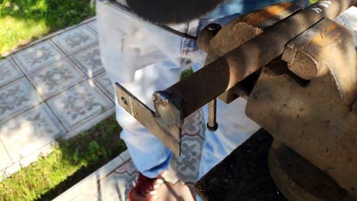 Как сделать инструмент для легкого рыхления и копки без нагрузки на спину