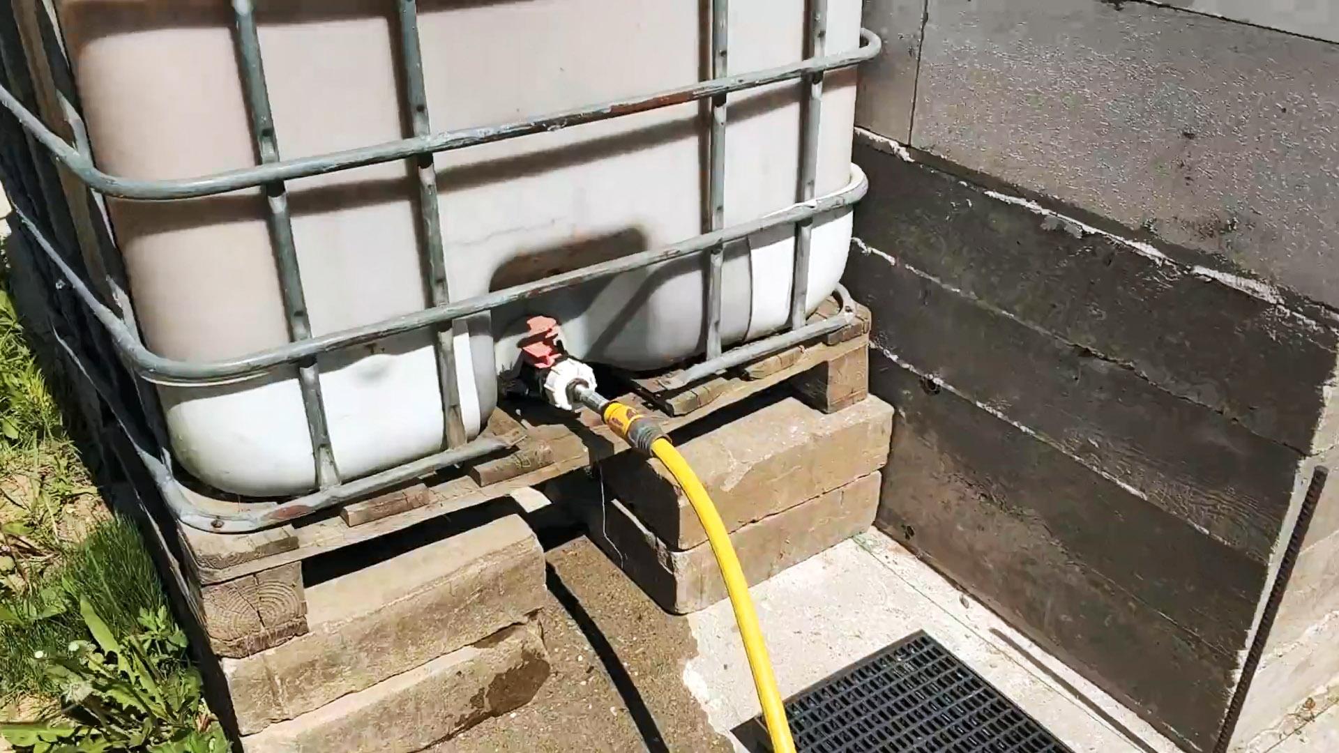 Как сделать автоматический полив дождевой водой без насосов и электричества