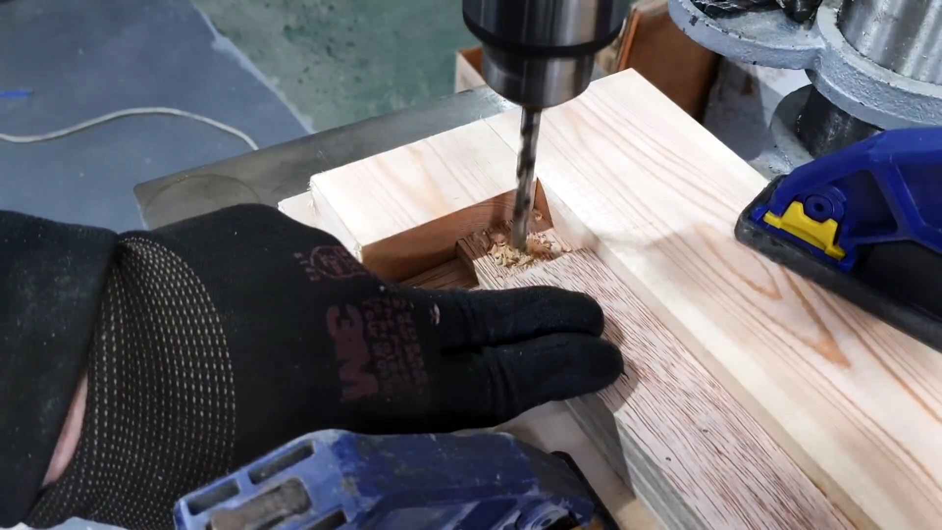 Как сделать зажим для быстрой сборки багетных рамок с приводом от шуруповерта