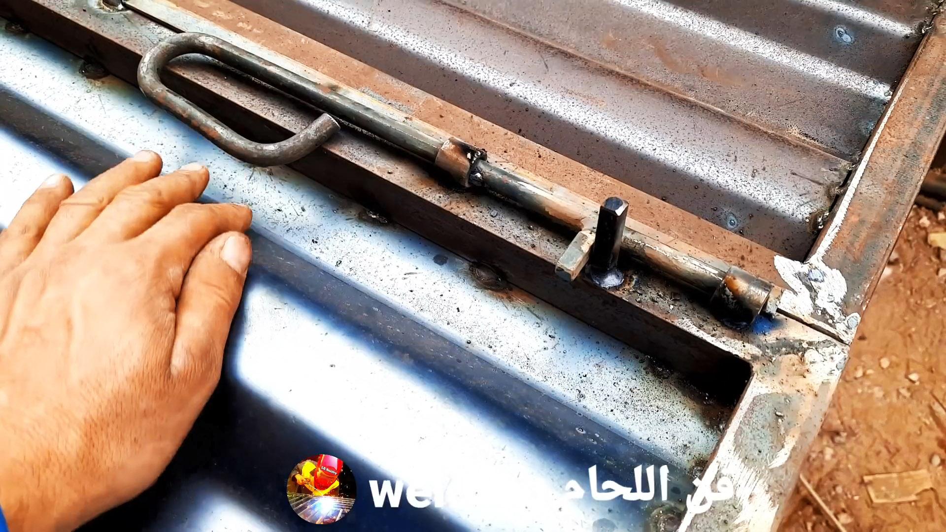 Как сделать простые фиксаторы металлических ворот из бросовых материалов