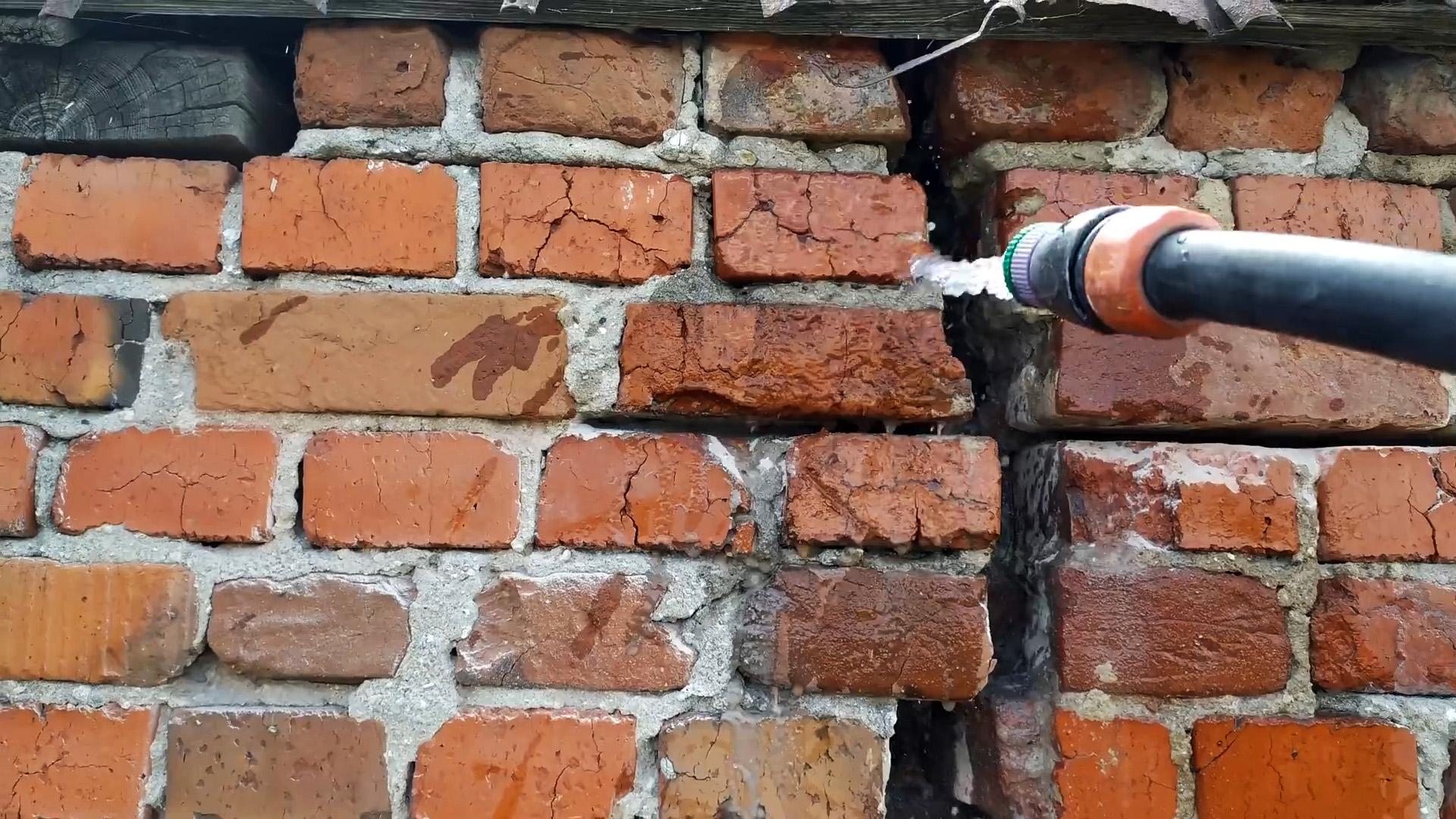 Недорогой способ ремонта треснувшей стены с усилением фундамента