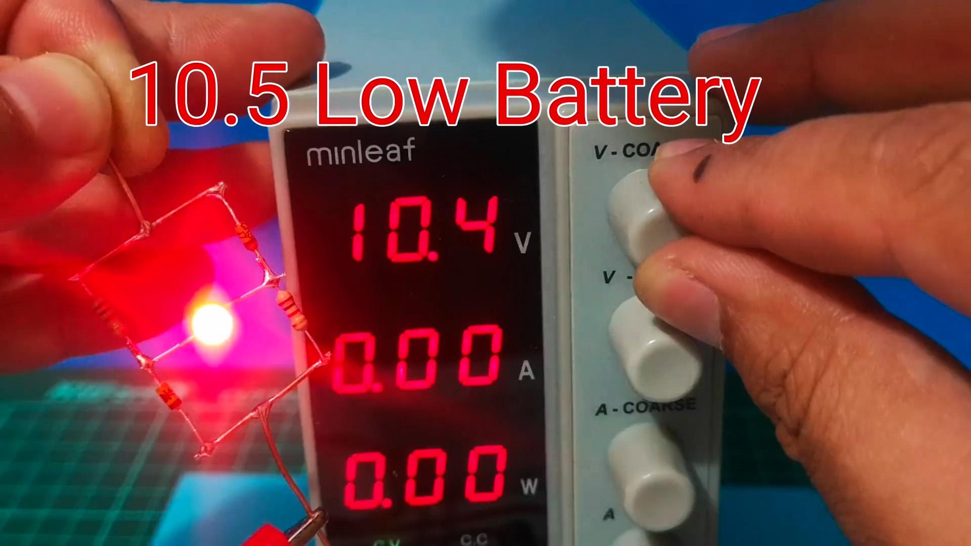 Индикатор низкого заряда АКБ без транзисторов с четким порогом срабатывания